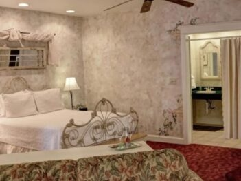 The Carriage House, Olde Square Inn
